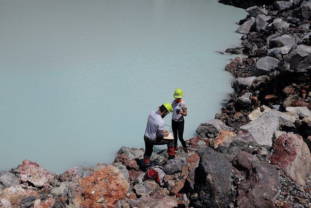 Image of scientists Giovannelli and Karen Lloyd collecting samples from the crater lake in Poas volcano.